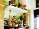 Bàn thờ bị xà nhà đè và cách hóa giải theo Phong Thủy