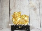 Vua heo vàng cầm gậy như ý vàng đế gỗ LN036