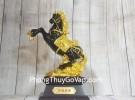 Đại đế ngựa ô mão vàng trên núi vàng đế gỗ LN125