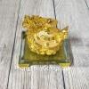Thần rùa đầu rồng vàng bóng nhả kim nguyên bảo trên đống tiền vàng đế thuỷ tinh LN164