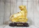 Chúa hổ vàng bóng lưng hồng châu gầm trên núi đá vàng đế gỗ LN182
