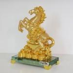 g107a ngua nen vang 2 150x150 Ngựa vàng trên kim nguyên bảo G107A