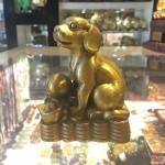 CHO DE THUONG D272 1 150x150 Tượng chó dễ thương trên đống tiền D272