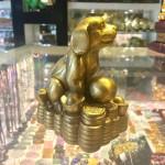 CHO DE THUONG D272 3 150x150 Tượng chó dễ thương trên đống tiền D272