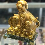 CHO NGAM XAU VANG C031A 3.JPG 150x150 Chó ngậm xâu vàng trên đống tiền vàng C031A