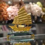 c189a thuyen vang hop kim 150x150 Thuyền buồm vàng bạch kim đế thuỷ tinh lớn C189A