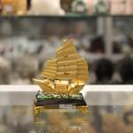 c190a thuyen cho vang nho 150x150 Thuyền buồn vàng bạch kim đế thuỷ tinh nhỏ C190A