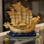c191a thuyen buom rong de thuy tinh 11 150x150 Thuyền buồm rồng vàng trên sóng xanh C191A