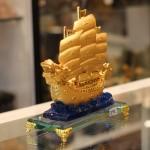c191a thuyen buom rong de thuy tinh 21 150x150 Thuyền buồm rồng vàng trên sóng xanh C191A