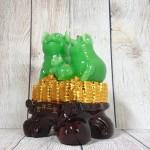 ln019 gia dinh heo xanh.jpg 150x150 Hoàng gia heo xanh ngọc trên đống tiền vàng nhỏ LN019