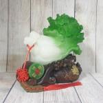ln081 bap cai xau tien 1.jpg 150x150 Bắp cải xanh có xâu tiền trên đế túi vàng gỗ có ngọc bội xanh LN081