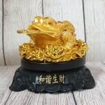 ln102 coc vang lung diem ngoc 1.jpg 150x150 Thiềm thừ vàng lưng điểm hồng ngọc trên bụi sen vàng đế gỗ xoay LN102