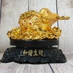 ln102 coc vang lung diem ngoc 2.jpg 150x150 Thiềm thừ vàng lưng điểm hồng ngọc trên bụi sen vàng đế gỗ xoay LN102