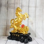 ln128 ngua vang chau do.jpg 150x150 Vua ngựa vàng bóng trên núi mẫu đơn vàng hồng ngọc đế gỗ LN128
