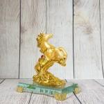 ln134 ngua vang nho 1.jpg 150x150 Vua ngựa vàng bóng lưng hồng ngọc trên núi đá vàng đế thuỷ tinh LN134
